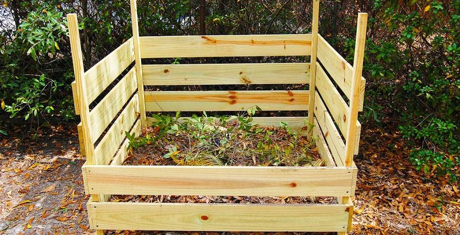 Простейшая конструкция ящика под компост.