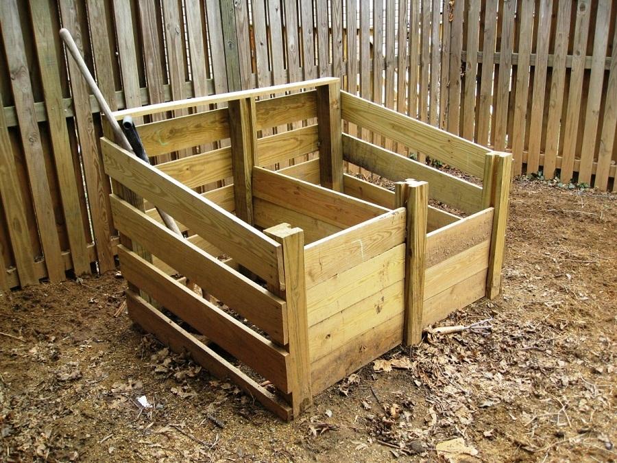 Двойной компостный ящик позволит легко перемешивать органические остатки для быстрого приготовления компоста.